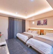 Business Hotel Venture