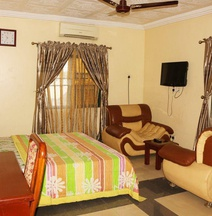 Green Park Hotel and Suites