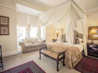 Goble Palms Guest Lodge & Urban Retreat