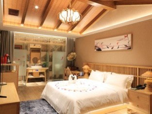 Elephant Trunk Hill Hotel