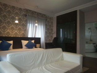 Peacock Apartments & Suites