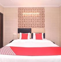 OYO 15546 Hotel KK