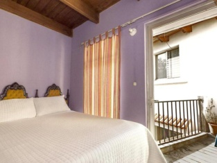 Quetzalroo Boutique Hostel