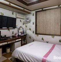 Dream Motel