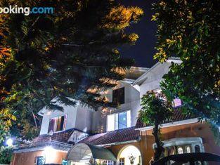 Hotel Kashmir Lodge