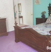 Highland Hideaway - Petite Pearl Room