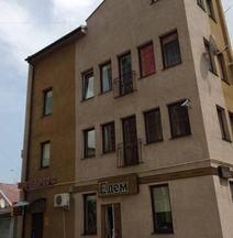 Apartment on Square Sh. Petefi, centre. 1 Room