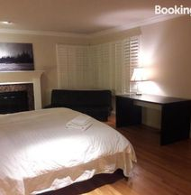 3 Private Rooms in a Single Family House Near Apple