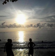 Uri Beach Home Stay & Resto