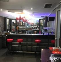Mpho's Studio-Room 509