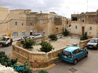 5 Minute Walk From Malta Airport