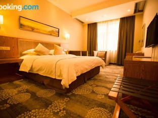 Kuerle Mingyue Crown Bouquet Hotel