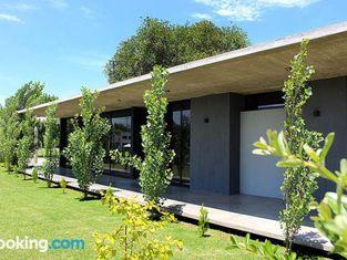 Casa en Club de Campo. Parque y Pileta.