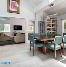 Stunning & Bright Luxury 4BR Home 40 Min From SF