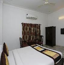 OYO 1159 Hotel Chandra Prakash
