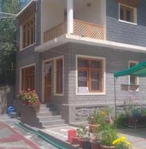 Jamspal Guest House
