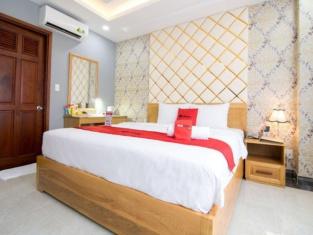 RedDoorz Plus Near Tan Son Nhat Airport 2