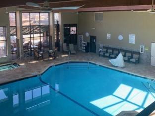 Express Suites Riverport Inn & Suites