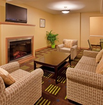 Holiday Inn Express & Suites Kansas City Sport Complex Area