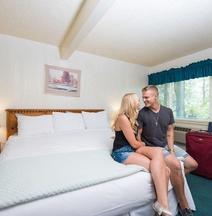 Bridge Bay Lodge at Shasta Lake