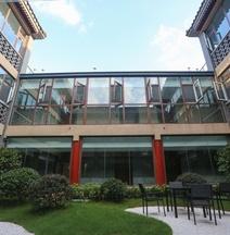 Deyi Banhai Tingshu Hotel