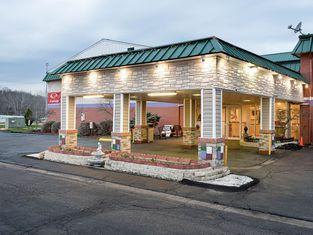 Super 6 Inn & Suites