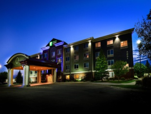 Holiday Inn Express & Suites Grand Forks