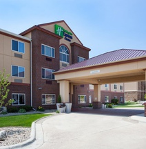 Holiday Inn Express & Suites Aberdeen