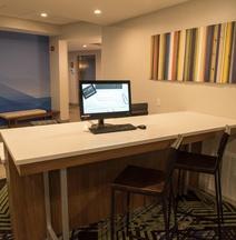 Holiday Inn Express & Suites Dayton SW - University Area