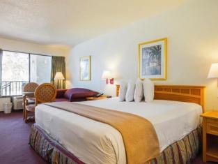 Americas Best Value Inn & Suites Melbourne
