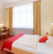 โรงแรมเอเดรีย มึนเคน