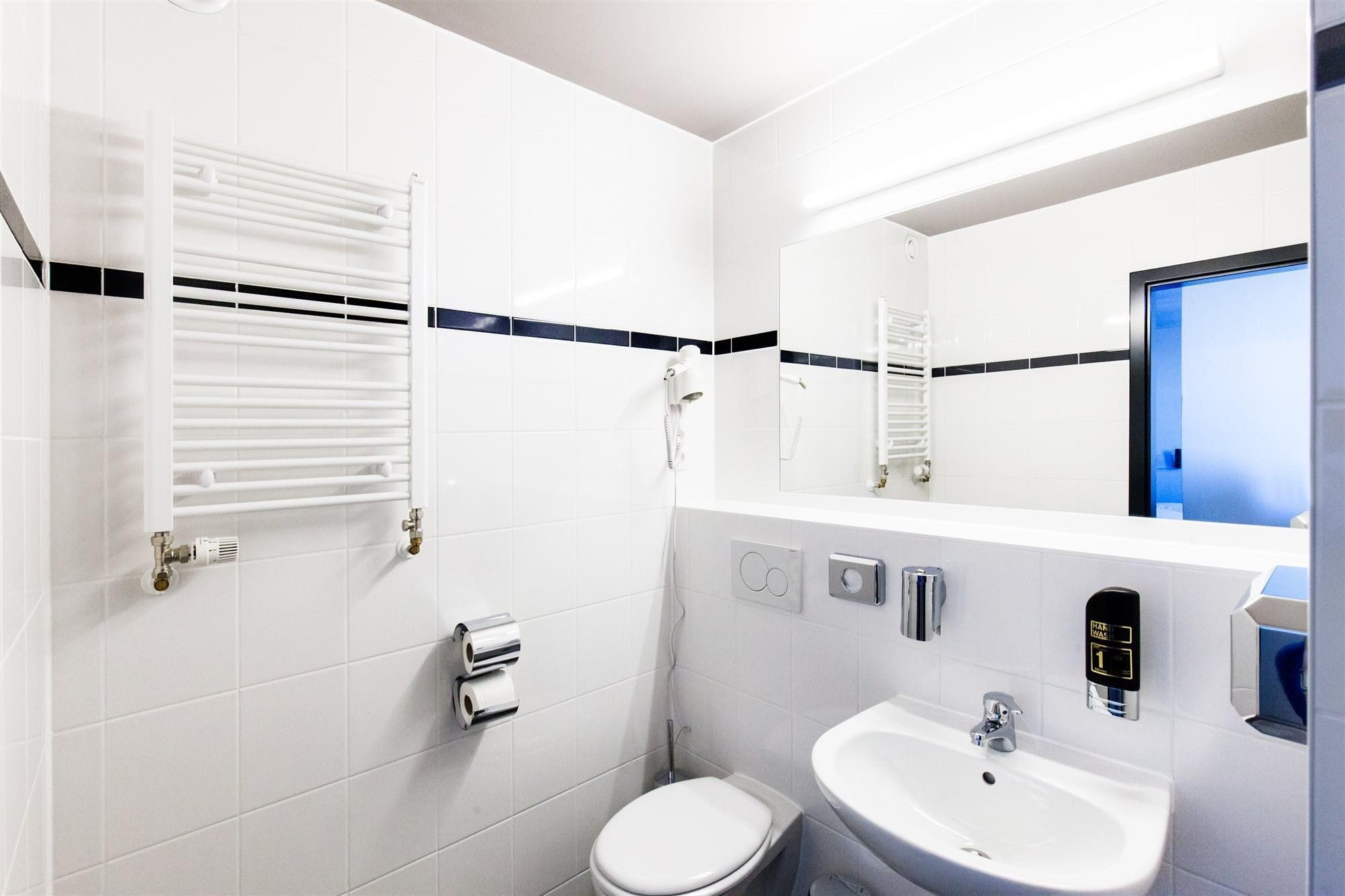 """Результат пошуку зображень за запитом """"a&o Prague Rhea bathroom"""""""