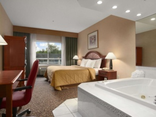 Days Inn & Suites by Wyndham Albany