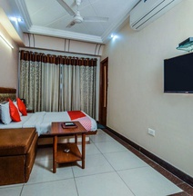 OYO 18484 Hotel Ratnawali