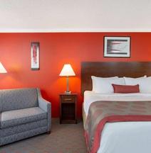 Ramada Hotel & Conference Center by Wyndham Lewiston