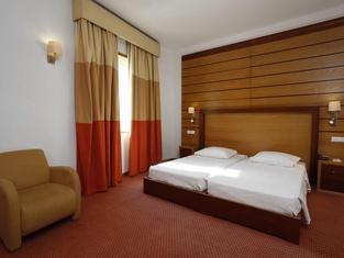 帕拉西奧多斯米洛斯酒店