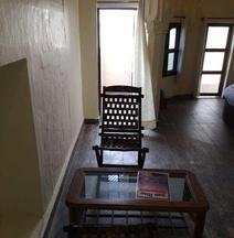 โรงแรมทวิเวที - พาเลซ ออน สเต็ป