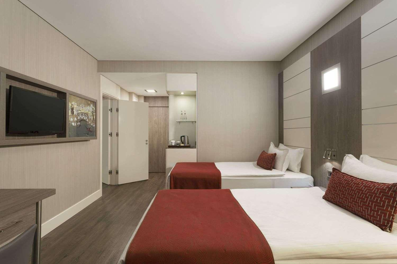 Отель Ramada Encore Istanbul Bayrampasa