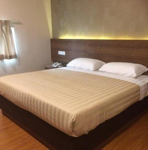 OYO 977 HongKong Suites Miri