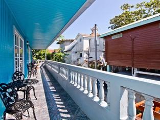 Sandbar Beachfront Hostel & Restaurant