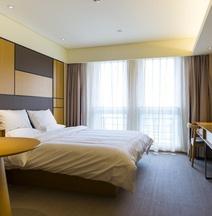 Ji Hotel (Nanchang Bayi Square)