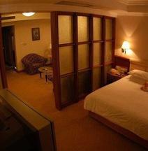 Qingjiang Hotel (Yichang CBD)