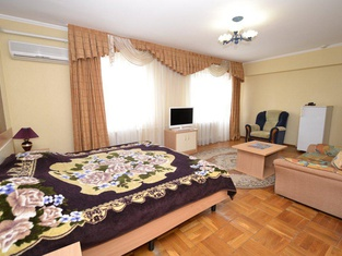 Yakor Hotel