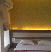 Dwivedi Hotels Hotel Elena