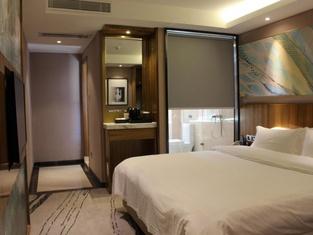 Yinglun Hotel