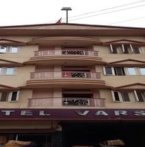 Hotel Varsa