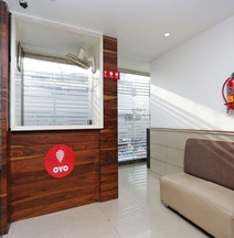 OYO 13214 Hotel Metro 7X11