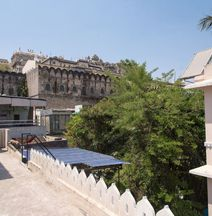 OYO 13507 Home Heritage Stay Near City Palace