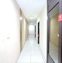 OYO 11844 Hotel Golden Halo