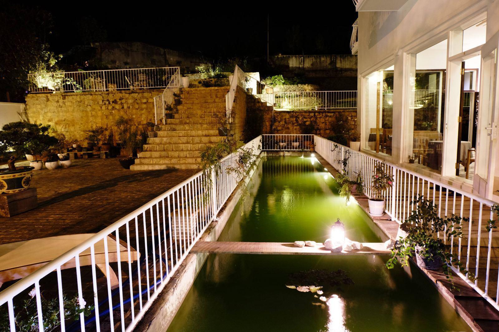 Khách sạn Lữ Tấn